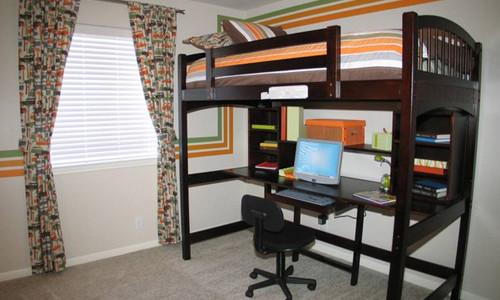 Письменный стол с кроватью