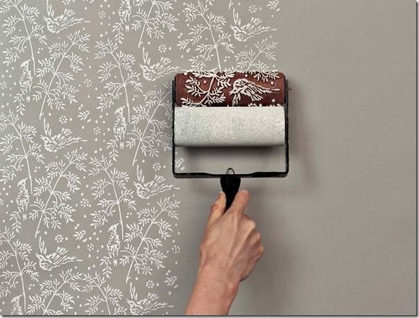 Окрашивание стен с помощью валика