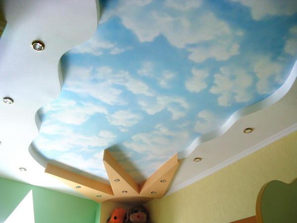 Пример потолка в детской комнате
