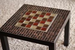 Декор журнального столика мозайкой