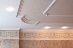 Декорирование потолка линкрустом